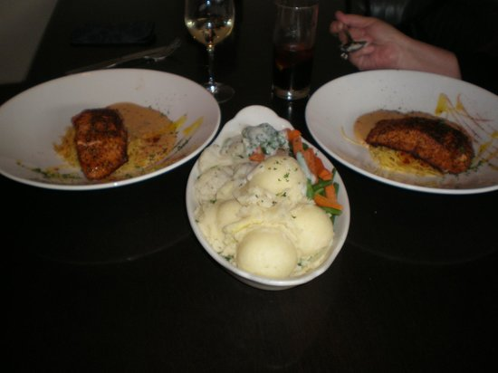 Forster Court Hotel: Salmon dinner for two at Elwood's