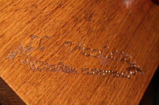IL VICOLETTO: Inscription in Restaurant Table