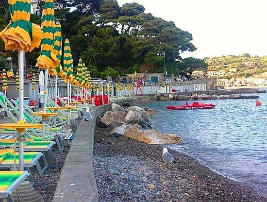 Locanda La Lucciola: Marinella beach nearby
