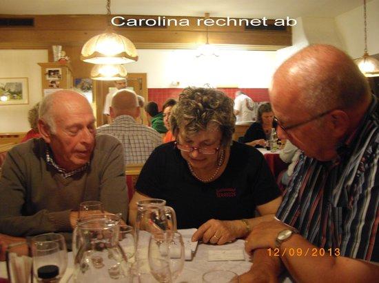 Carolina, Horst u. Peter bei der Abrechnung - Picture of ...