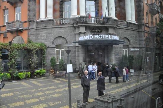 Royal Tulip Grand Hotel Yerevan: Отель снаружи