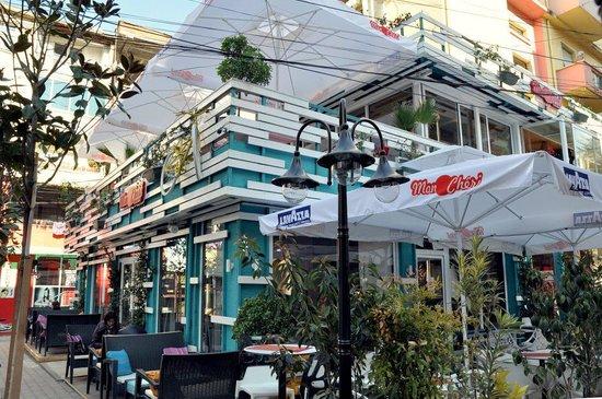 Mon Cheri Urban Life Bar
