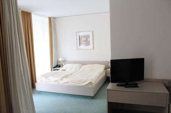 Hotel Rothof Bogenhausen: Кровать в номере