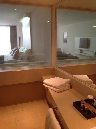 Rixos Hotel Libertas: Baño con vista a la habitacion