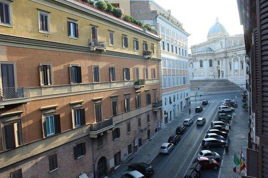 Hotel Verona: Vista de la Santa Maria Maggiore desde la habitación