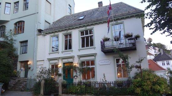 Skansen Pensjonat : outside of the house