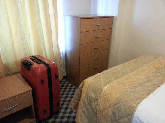 Three Apples Taksim Suites: Small bed room