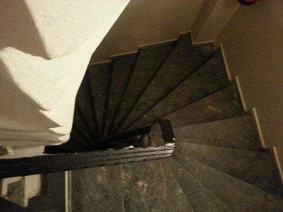 Three Apples Taksim Suites: Tough Stairs