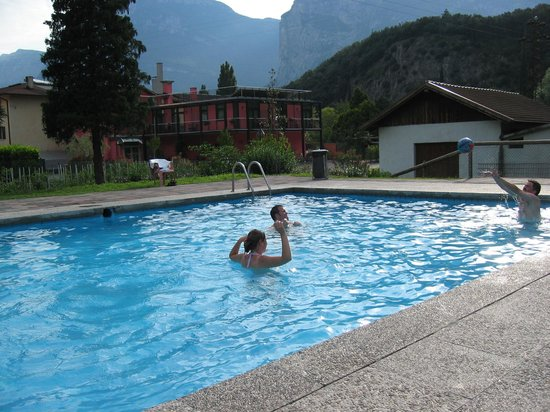 Albergo Miralaghi : hinten am Pool