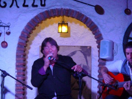 Venta El Gallo: Lead singer looking happy....