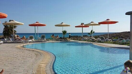 Aktea Beach Village : Blick vom Pool auf den Strand
