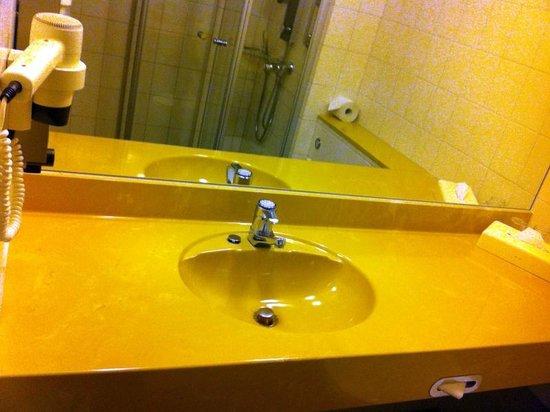 Best Western Plazahotel Stuttgart-Filderstadt: #406 - Badezimmer mit deutlichen Gebrauchsspuren