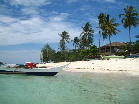 Malapascua Legend : On the right you see the Legend Resort