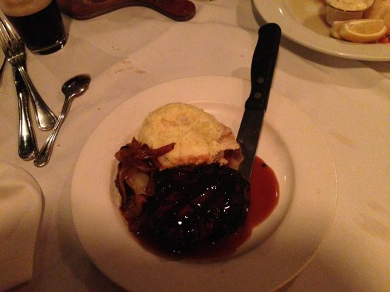 Sage American Bar & Grill: Sizzling Peppered Filet Mignon