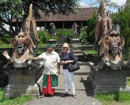 Tour East Indonesia: Royal Karangasem Heritage Tour