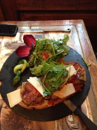 Vieux Cafe d'Aniathazze : une savoureuse tartine italienne