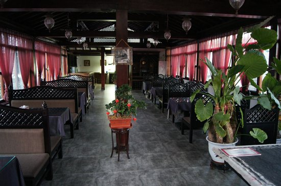Jingshan Garden Hotel: Ресторанчик на 2-м этаже, здесь мы завтракали