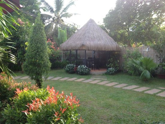 Baby Elephant Boutique Hotel: Grounds adjacent to pool