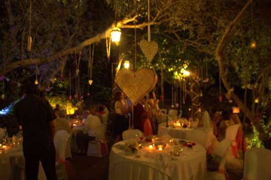 Aroma Cafe & Secret Garden: The Secret Garden by night - just magical :o)