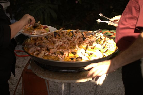 Aroma Cafe & Secret Garden: The yummiest (and biggest!) paella I have ever seen!!