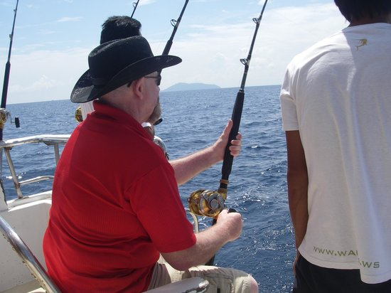 Phuket Fishing Charters : bringing in another tuna