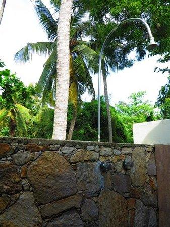 Talalla Retreat : open air shower