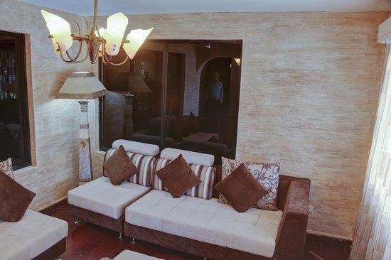 Olive Gardens Hotel: RECEPTION