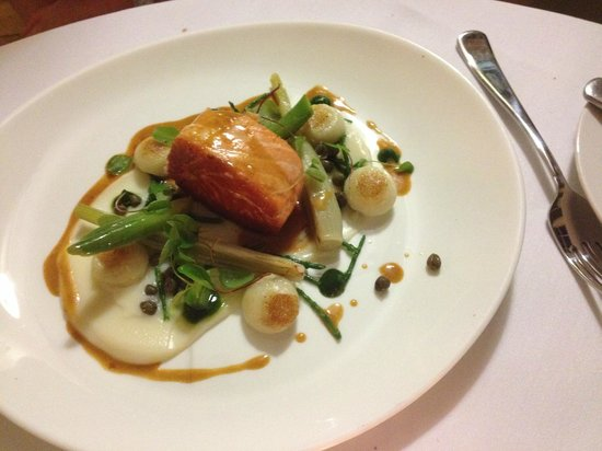 Losehill House Hotel & Spa: Salmon Main