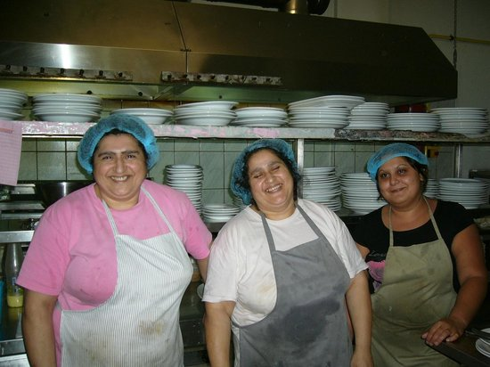 Nontas Hotel - Apartments: lady cooks at dimitris & sakis restaurant