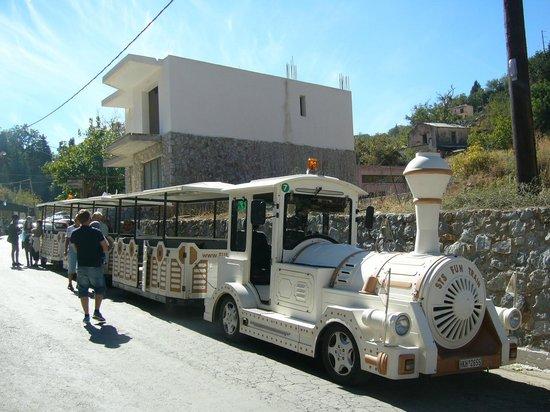 Nontas Hotel - Apartments: little fun train