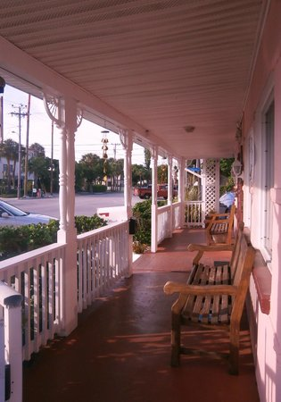 North Sunrise Motel: Front porch