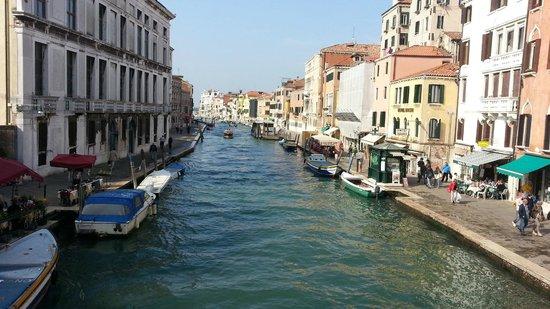Hotel Continental Venice : Vista do canal a frente do hotel