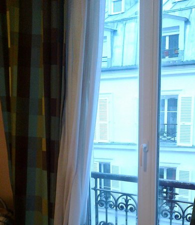 Hotel Printania Temple: french style window