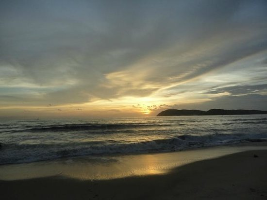 Sunset Beach Resort: Sunset over the bay