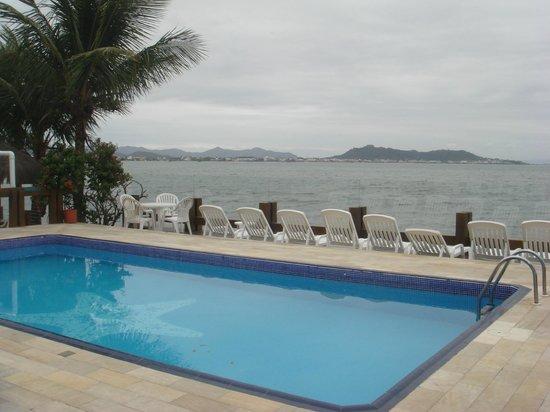 Costa Norte Ponta Das Canas Hotel Florianopolis: Piscina do hotel, com bela vista