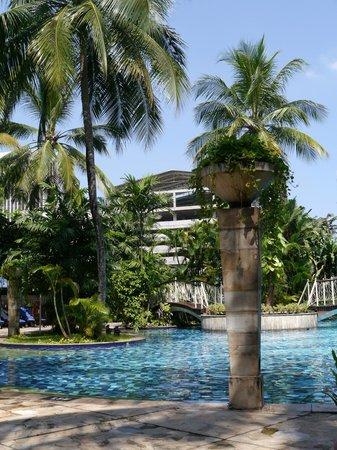 Gran Melia Jakarta: Awesome pool area!