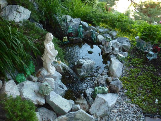 Apple Blossom Bed & Breakfast: Water feature