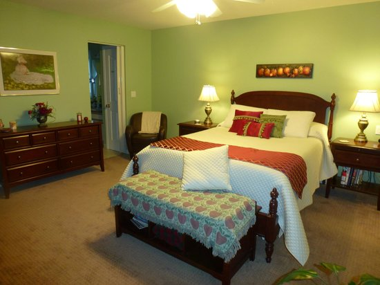 Apple Blossom Bed & Breakfast: The Master Suite
