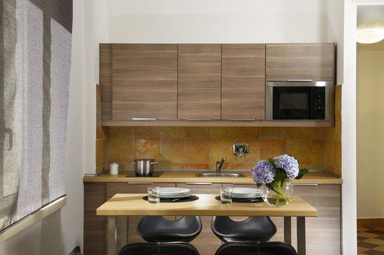 Arredamenti moderni picture of maison re di roma rome for Emmelunga arredamenti roma