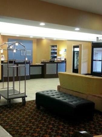Holiday Inn Express Hotel & Suites Nashville - Opryland: Holiday Inn Express Nashville: Reception