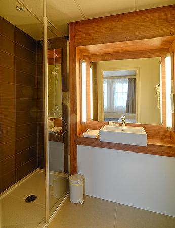 Campanile Dijon - Congres - Clemenceau: Salle de bain avec douche