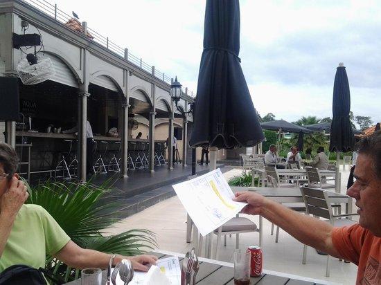 Hilton Malabo: pool bar