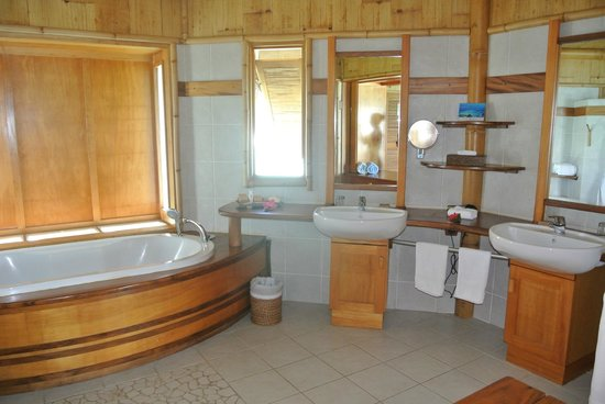 Tikehau Pearl Beach Resort: Bagno in Camera