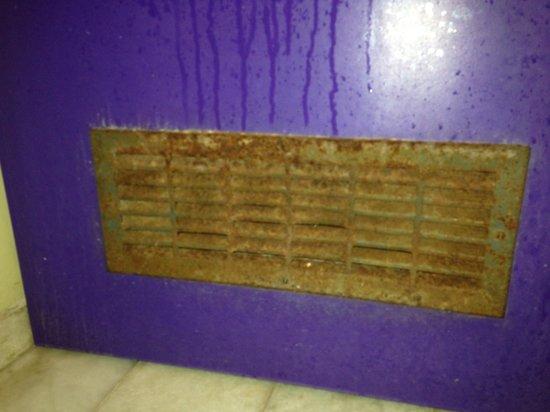 Center Hotel: Banheiro sujo
