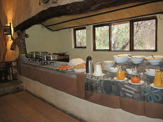 Matobo Hills Lodge: Buffet line at interior dining area