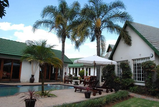 Journey's Inn Africa: Garden view