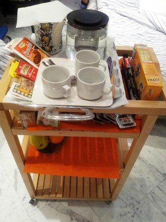 B&B Al Molo: carrello della colazione