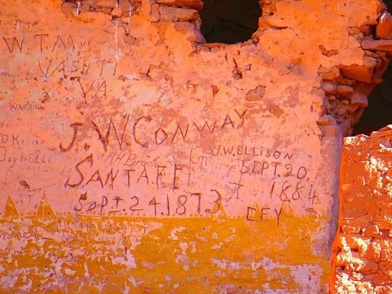 Canyon de Chelly Tours: Graffiti from 1873 on White House