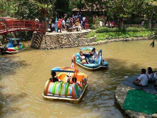 Cisarua, Indonesien: Permainan air