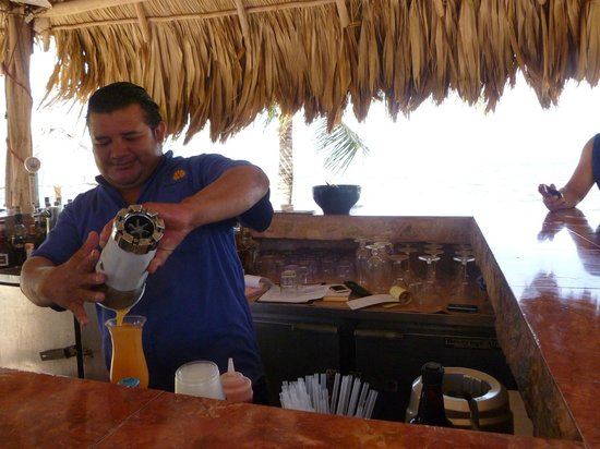 Belizean Dreams: Jose mixing up another yummy drink.